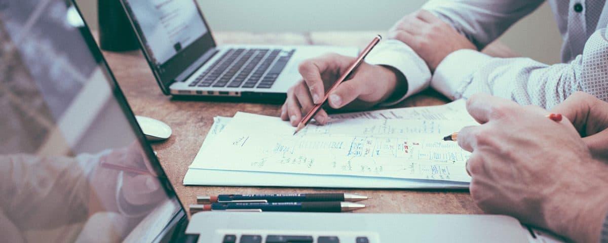 Czy warto korzystać z usług eksperta finansowego